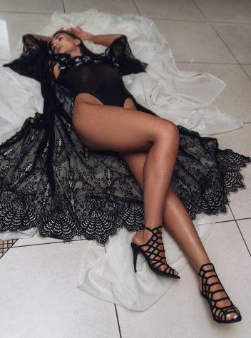 Maxi lace robe